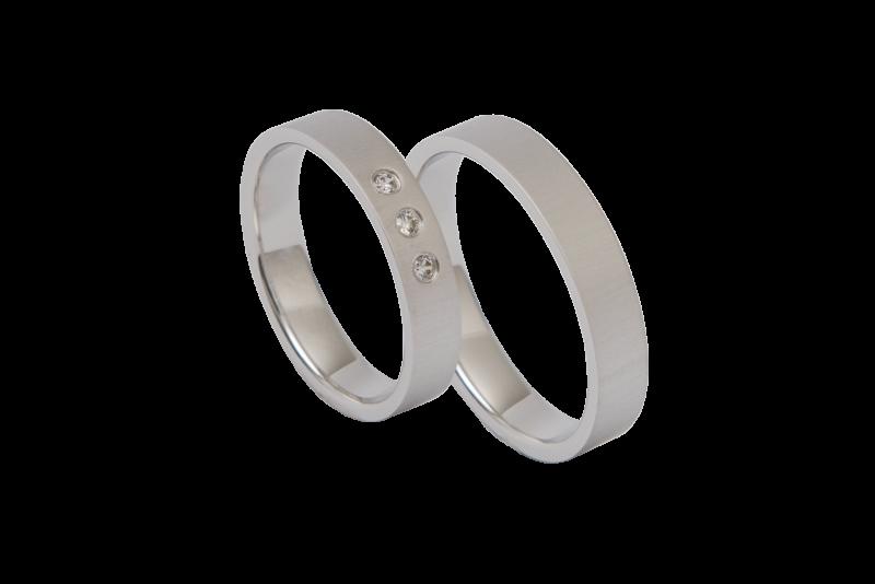 Schwarz Ringe in der Schmuckgalerie Kiel